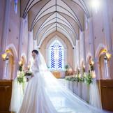 独立型大聖堂のバージンロードは18m