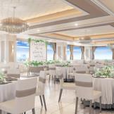 リニューアルバンケットの特徴は ホワイトにサテンゴールドをアクセントしした上質空間。 圧巻の眺望とオープンキッチンからの出来立て料理に加え、居心地の良いおもてなし空間がゲストへ最高の満足度を感じさせてくれる。
