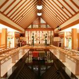 八重垣神社に隣接する神聖な神殿『奥の院御神殿』陽光が差し込む明るい空間はハレの日にふさわしい