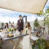 森のようなパーティ会場『アンソレイユ』では、隣接するグランピングテラスも自由に使えるカジュアルなパーティが叶う!