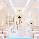 上質を美しい白で表現したチャペル