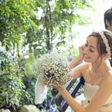 自然光が射し込むチャペルガーデン。ドレスの前撮りや家族、友人との記念撮影のスポットとしても大人気!