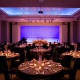 披露宴会場「ル・グラン」幻想的なライティングシステムでお2人らしいウェディングを♪