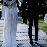挙式後は隣接するガーデンで、ゲストから祝福を
