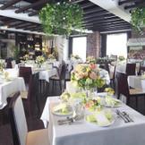『サンガーデン』 チャペル2階にある披露宴会場ではカジュアルなレストランウエディングが可能!!パーティー形式での披露宴にもおすすめ。