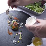 見た目の鮮やかさから、素材・ポーション、細部にまでこだわった料理の数々