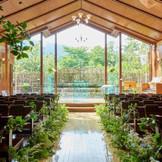 教会は四季折々の魅力に包まれる
