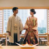雅楽の音色に包まれて、 新宿総鎮守である十二社熊野神社によって結婚式を執り行う