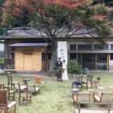 人気の廃校カフェでの挙式をプロデュース  気取らない等身大の自分たちでおもてなし 自然豊かなどこか懐かしい素敵な空間です