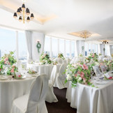 最上階の【グランブラン】。1フロア貸切会場から見える素晴らしい眺望とお料理を楽しんでいただけます。