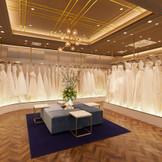 ブライダルフェアでは併設ドレスショップ【DESTINA(ディスティーナ)】もご案内いたします。憧れのウエディングドレス選び、どうぞわくわくしながらお楽しみください!