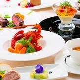 【フランス料理】付け合わせに大和野菜を使い、見た目の美しさにもこだわりを。