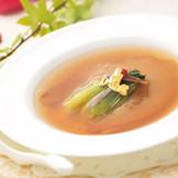 メニューブックよりおふたりがチョイスするメニューは、フカヒレも選べる。 中国料理・イタリア料理全70種類のメニューからチョイスするコースは、何通りにもアレンジ可能! おふたりオリジナルコースでゲストをおもてなしします。
