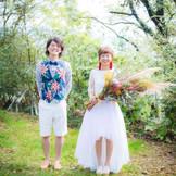 自然な笑顔が溢れるお二人。  ガーデンは季節によって色んな表情を見せてくれます。  同じ結婚式はなく皆様テーマやイメージを大切に当日を創り上げています。