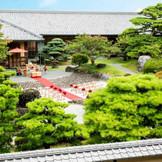 緑溢れた料亭に併設された庭園では、庭園挙式も叶う