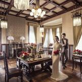 たくさんの調度品が並ぶ【応接室】ご結婚式当日はゲストのウェルカムスペースとして利用していただけます