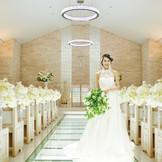 ナチュラルな空間が花嫁をより一層引き立てる