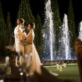 ロマンティックな夜空のもと、光の演出を取り入れるのもおすすめ