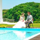 森と湖に囲まれたエクセレントガーデン迎賓館 湖や緑に囲まれ開放感に満ちた非日常空間で、本当に親しい人たちとゆっくり過ごすことができるリゾートウェディング。  素晴らしいロケーションで、開放的な結婚式を挙げられるリゾートウェディングが大人気!