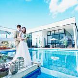 海外リゾートのようなプール付きテラス