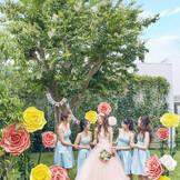 ガーデンには先輩花嫁に人気のジャイアントフラワーなどで貸し切り空間ならではの装飾も可能!