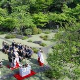 有形文化財となった国際文化会館でシンプルで上品な結婚式が叶う