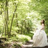 系列のヴィラ・デ・マリアージュ軽井澤での前撮り 新緑の季節も紅葉の時期も素敵。 緑が好き! 軽井沢での結婚式に憧れるけれど 現実的にはなかなか・・ という方にもおすすめです。
