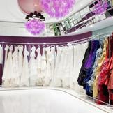 店内に常備しているドレス・タキシードを写真や実物でご覧いただけます。