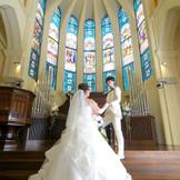 聖歌隊の歌声やトランペット、ヴァイオリンの音色が大聖堂内にこだまし、美しく響き渡る