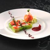 季節の野菜を使った料理は、まさに彩りの一皿