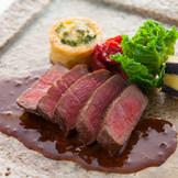 隣接ギャラリー「工芸・瑞玉」で扱う作家ものの和食器にて料理を提供することも可能です。