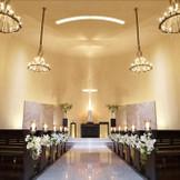 天井高10mと大理石でできた15mのバージンロードが迫力ある教会。