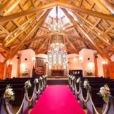 今年で20周年を迎える聖ラファエル教会 自然光が優しく降り注ぐ
