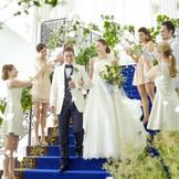 挙式後には室内大階段でセレモニーが可能。
