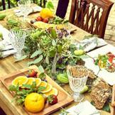 自然光が差し込む会場で召し上がるお料理は格別!