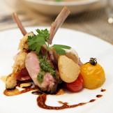 オリジナル料理はゲストの方への大切なおもてなし。お二人とゲストのためだけにシェフが腕をふるいます。