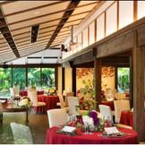 風雅庭の会場からも四季折々の美しい庭を見渡すことができる。『徳島』で『和婚』『和の結婚式』をご希望なら『樫野倶楽部』へ。