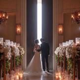 礼拝堂の扉が開いた瞬間。 ご新婦様が誕生した瞬間を表します。
