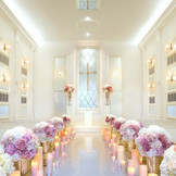 純白のチャペルはより花嫁を輝かせる