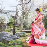 悠久の歴史とともに語られる江戸の三大神社としても有名な「湯島天満宮」で厳粛かつ華やかな神前式を。