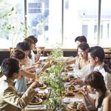 挙式後は提携先ホテルやレストランで会食会♪ アットホームな会食会から披露宴まで承ります!!