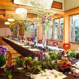 浅草の一隅に、池のある静かな中庭と、数寄屋造りの離れ座敷を持つ江戸前天麩羅で有名な和食の老舗。石畳と灯籠がゲストの皆様をお出迎え。明治の初めより百数十年変わらぬ中清の味。