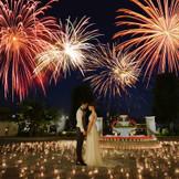 結婚式のフィナーレで打上花火を。 最高のサプライズに新郎新婦も ゲストも思い出に残る一日に。