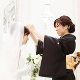 """メルパルクオリジナルチャペルプラン *シンデレラセレモニー* ご結婚式当日・・ ご新婦様はお姫様 新しい人生の門出にティアラの贈呈 """"幸せになってね""""そんな気持ちをこめて・・・"""
