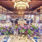 両側に庭園がある披露宴会場はどのテーブル・どのイスに座っていても四季の彩を眺めることが出来る
