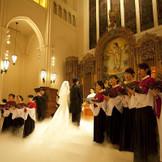総勢19名による聖歌隊の生演奏は圧巻
