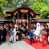 挙式後は列席者に祝福をされながら、 人力車でホテルまで移動!!