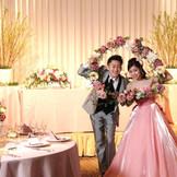 さまざまなアイテムとお花を組み合わせたコーディネートで、結婚式を彩ります。