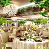 """パーティー会場<ハンプトン>が2017年夏・リニューアルオープン!  """"ナチュラルガーデン""""をテーマに グリーンを取り入れ、鮮やかな雰囲気の会場へ生まれ変わります。"""