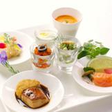 さまざまな前菜の盛り合わせはウエディングでも絶大な人気!一つずつ丁寧に作られ、目にも楽しい!